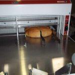 Szalagos kenyérszeletelő gép